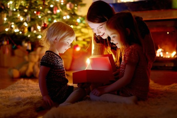 mum with kids, christmas stress, by healthista.com